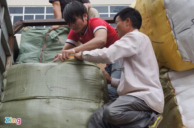 Hai oto cho hang lau tien ty cung mang bien 14C - 044.85 hinh anh 10 Cơ quan công an