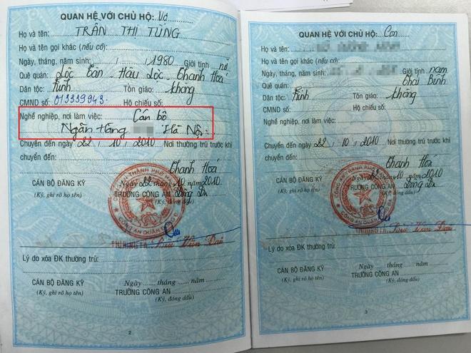 Nhà chức trách kết luận, Tùng đã tự viết thêm vào sổ hộ khẩu phần nghề nghiệp, nơi làm việc. Ảnh: Việt Đức.