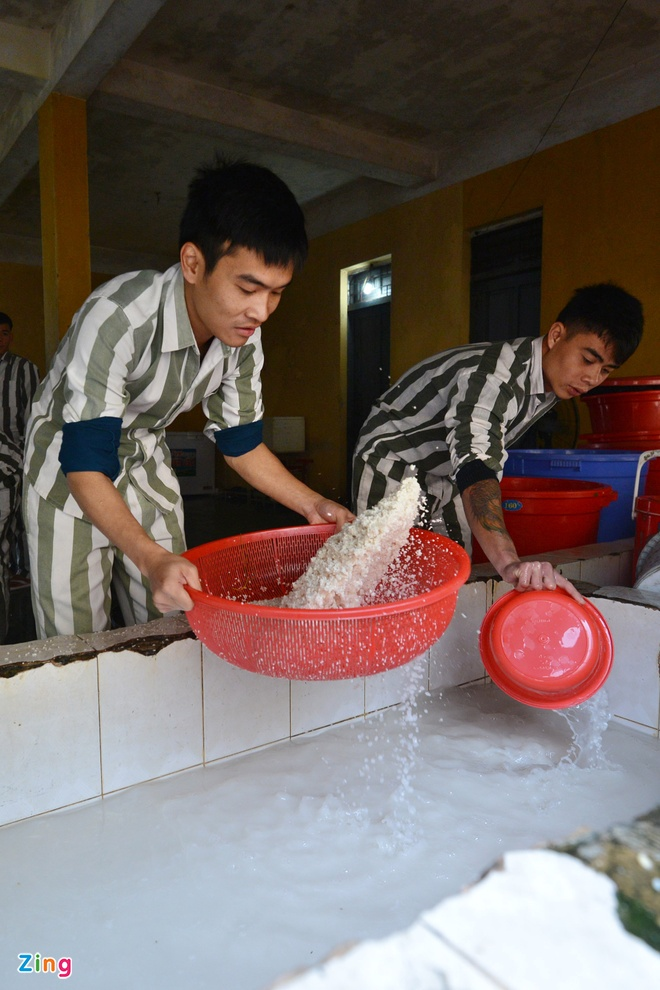 Noi goi banh chung cho 2.400 pham nhan an Tet hinh anh 4