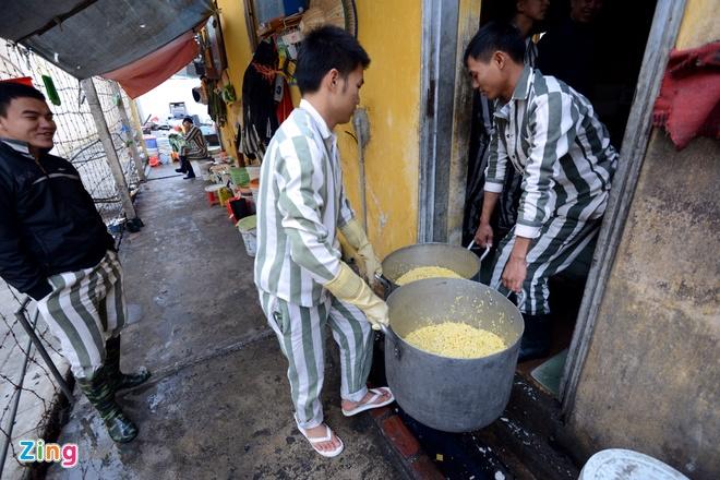 Noi goi banh chung cho 2.400 pham nhan an Tet hinh anh 2