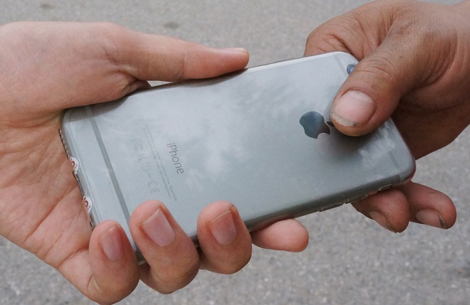 Ten trom tra lai iPhone, xin chu nha tha toi hinh anh