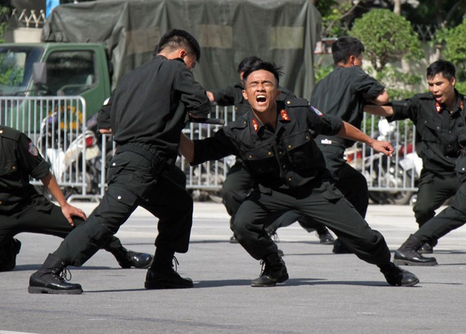 Canh sat co dong anh 1