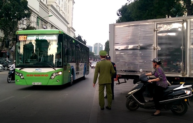 Tai nan o duong uu tien cho buyt BRT hinh anh