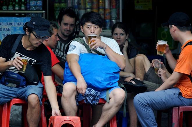 Ong Nguyen Duc Chung: Hon 150 quan bia via he co cong an dung sau hinh anh