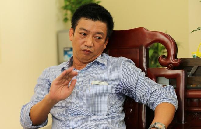 Giam doc So KHCN Ninh Binh tat lai xe khi cap duoi da xin loi hinh anh