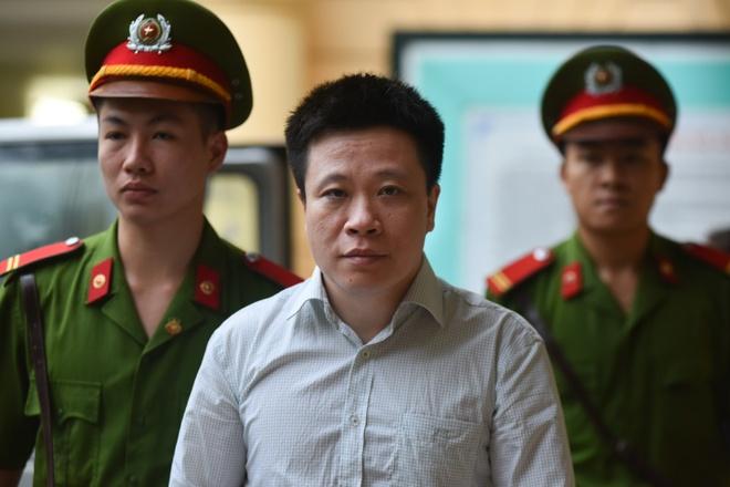Luat su: 'Bac thang hoi ong troi, 1.500 ty co con doi duoc khong' hinh anh 1
