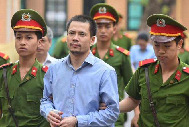 Em ho Nguyen Xuan Son duoc luat su de nghi tra tu do tai toa hinh anh