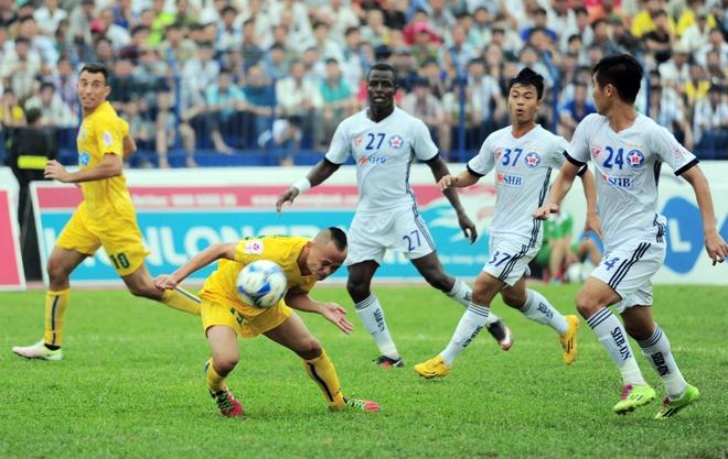 Vong 6 V.League: HLV Le Thuy Hai thang dam hoc tro Huynh Duc hinh anh 3