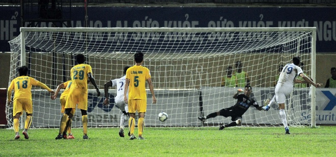 Vong 6 V.League: HLV Le Thuy Hai thang dam hoc tro Huynh Duc hinh anh 4