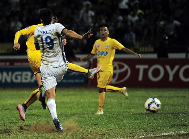 Vong 6 V.League: HLV Le Thuy Hai thang dam hoc tro Huynh Duc hinh anh 6