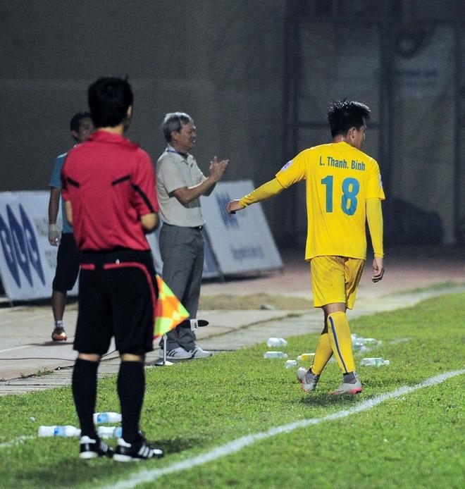 Vong 6 V.League: HLV Le Thuy Hai thang dam hoc tro Huynh Duc hinh anh 8