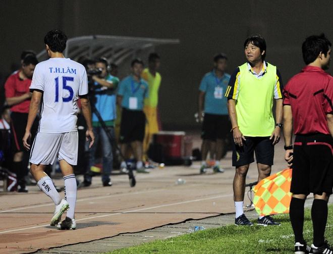 Vong 6 V.League: HLV Le Thuy Hai thang dam hoc tro Huynh Duc hinh anh 11
