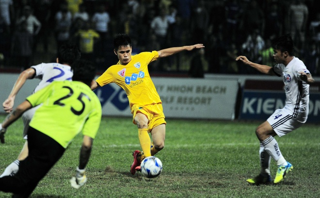 Vong 6 V.League: HLV Le Thuy Hai thang dam hoc tro Huynh Duc hinh anh 12