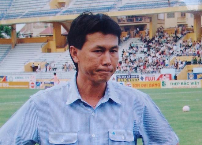 Tran Cong Minh va nhung lan rot nuoc mat tren san bong hinh anh 2