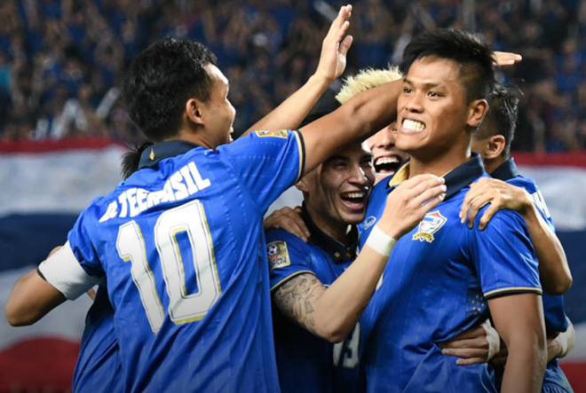 Thai Lan vo dich AFF Cup 2016: Nhin nguoi ta sung suong hinh anh