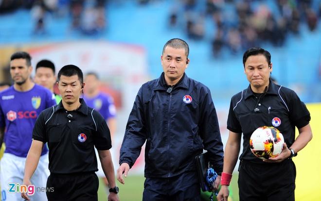 Vong 7 V.League: Nhung sieu pham va vet gon trong tai hinh anh 1