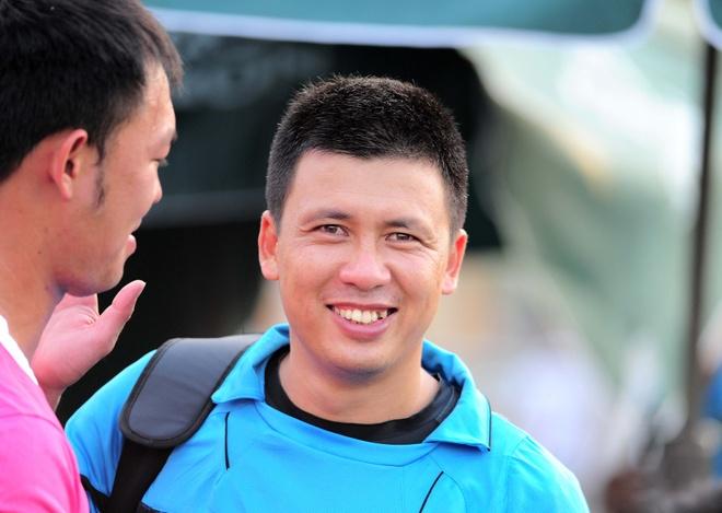 Lam 'tot thi', hang loat trong tai Viet bo V.League sang san phui hinh anh