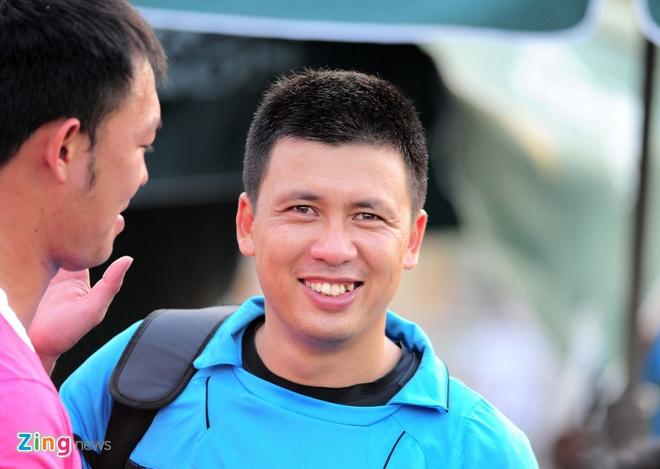 Lam 'tot thi', hang loat trong tai Viet bo V.League sang san phui hinh anh 2