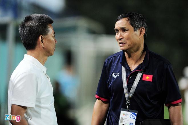 HLV Mai Duc Chung thay Huu Thang anh 1