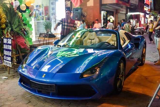 Ferrari 488 Spider dau tien Viet Nam xuong pho hinh anh 2