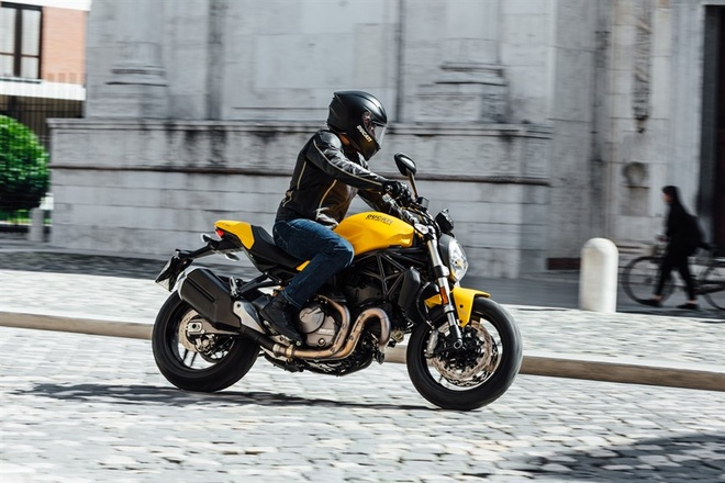 Ducati Monster 821 2018 giam suc manh dong co hinh anh