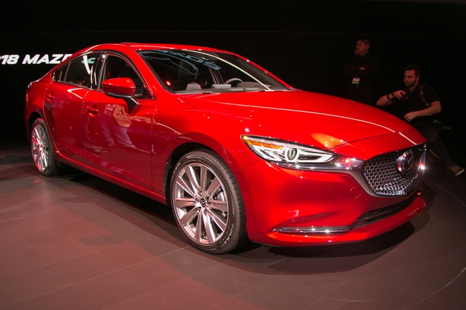 Mazda6 2018 ra mat, doi dau Toyota Camry hinh anh