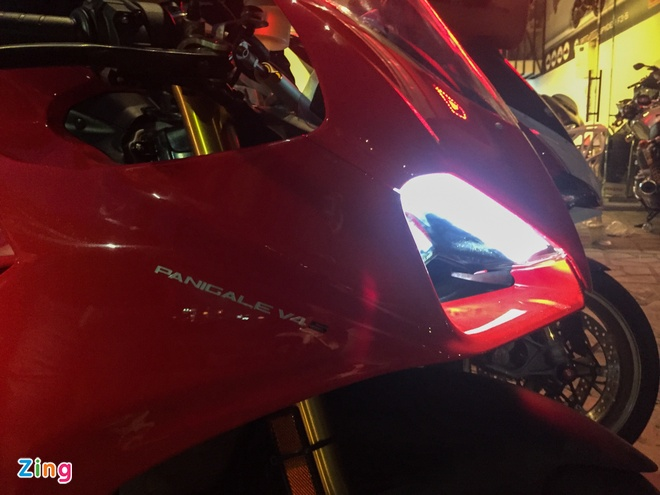 Ducati Panigale V4S dau tien ve Viet Nam, gia khoang 1,6 ty dong hinh anh 2
