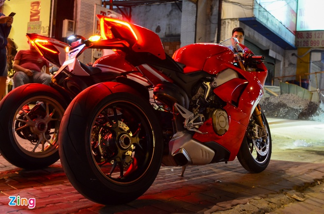 Ducati Panigale V4S dau tien ve Viet Nam, gia khoang 1,6 ty dong hinh anh 7