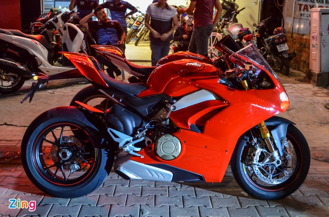 Ducati Panigale V4S dau tien ve Viet Nam, gia khoang 1,6 ty dong hinh anh 5