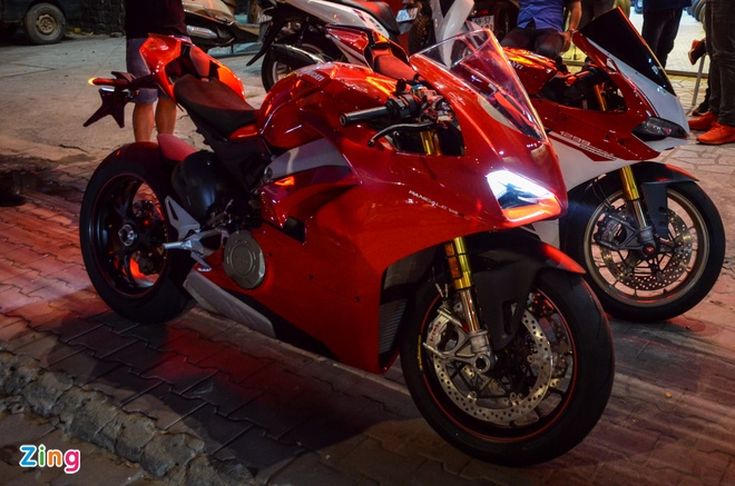 Ducati Panigale V4S dau tien ve Viet Nam, gia khoang 1,6 ty dong hinh anh