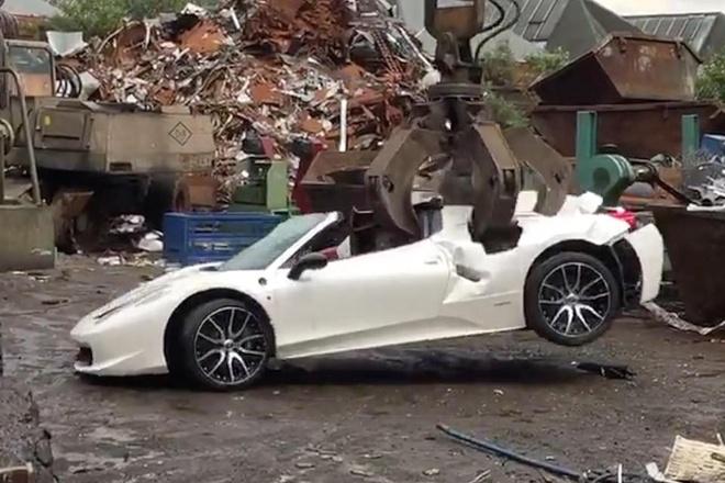 Sieu xe Ferrari 458 Spider bi pha huy khong thuong tiec hinh anh