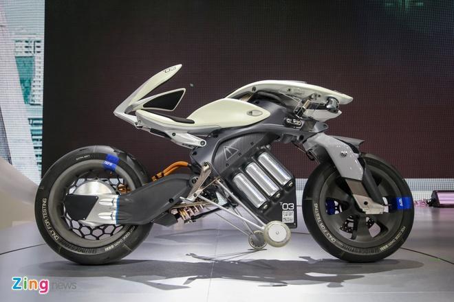 Can canh moto tu nhan dien chu nhan Yamaha MOTOROiD tai Thai Lan hinh anh