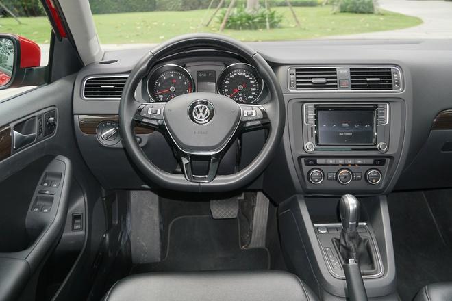 Volkswagen Jetta giam 100 trieu dong, ve ngang Corolla Altis hinh anh 2