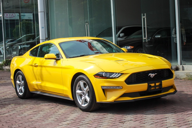 Chi tiet 'xe co bap My' Ford Mustang 2018 tren duong pho Ha Noi hinh anh