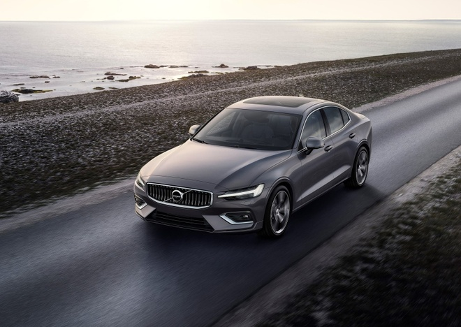 Volvo S60 2019 gia tu 35.800 USD, doi thu cua Mercedes C-Class hinh anh