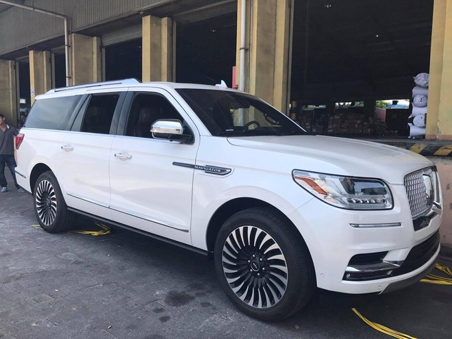 Lincoln Navigator L Black Label 2018 ve Viet Nam, gia hon 9 ty dong hinh anh