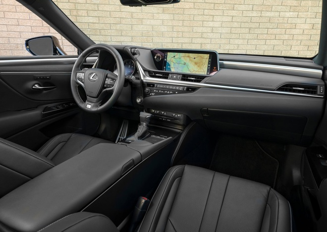 Lexus ES 2019 gia tu 39.500 USD, doi thu Mercedes E-Class hinh anh 7