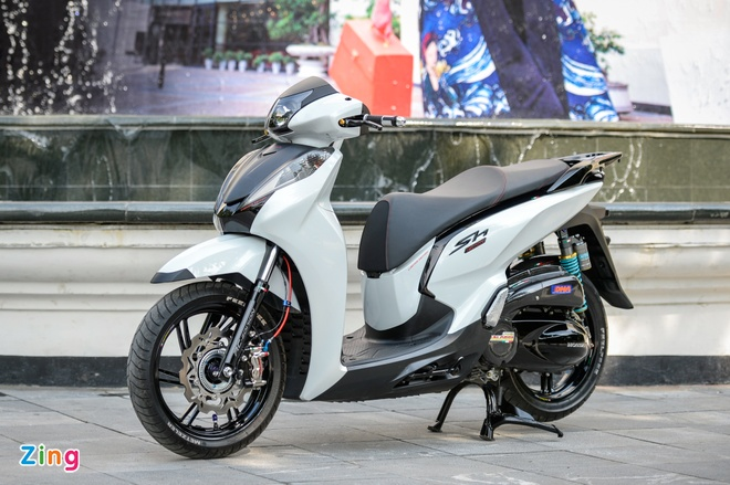 Honda SH 300i do gan 200 trieu tien do choi tai Ha Noi hinh anh