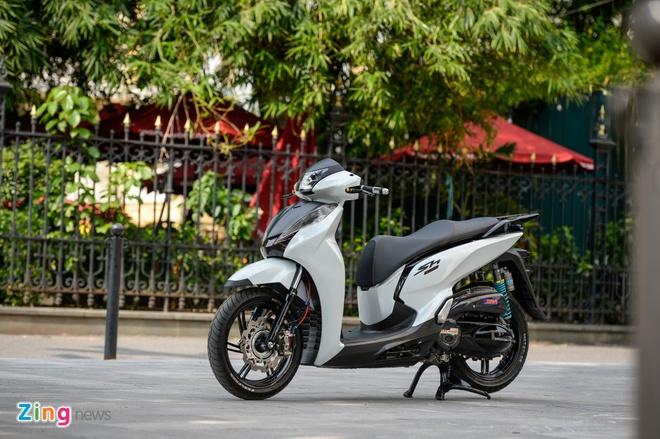 Honda SH 300i do gan 200 trieu tien do choi tai Ha Noi hinh anh 7