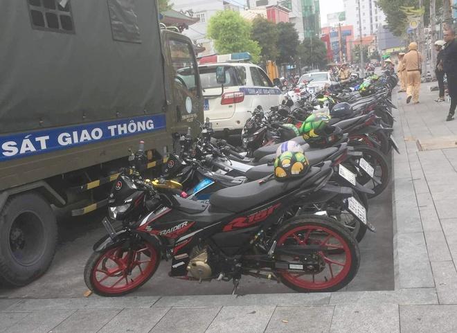 Di offline, 43 chiec Suzuki Raider bi bat o Binh Duong hinh anh