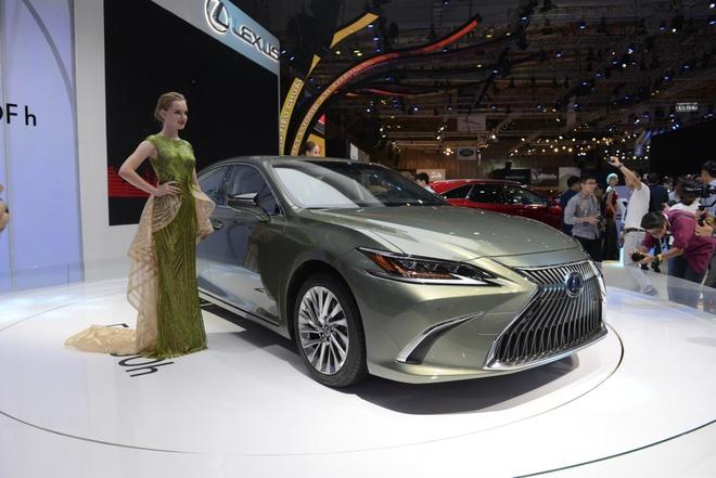 Lexus ES 2019 ra mat tai VN - doi thu cua BMW 5-Series va Audi A6 hinh anh