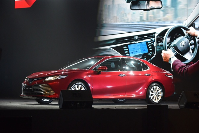 gia Toyota Camry 2019 anh 2
