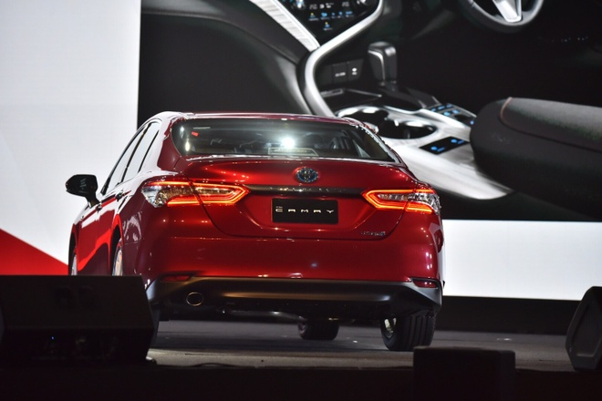gia Toyota Camry 2019 anh 5