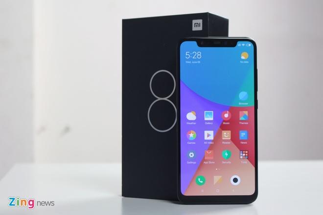 Xiaomi Mi 8 ve VN: Thiet ke giong iPhone X, gia 10 trieu hinh anh