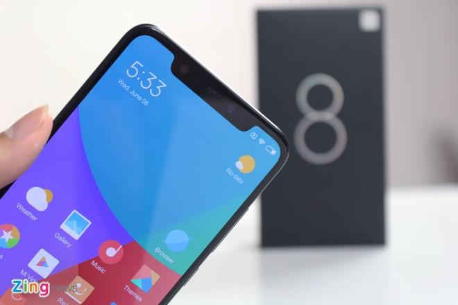Xiaomi Mi 8 ve VN: Thiet ke giong iPhone X, gia 10 trieu hinh anh 3
