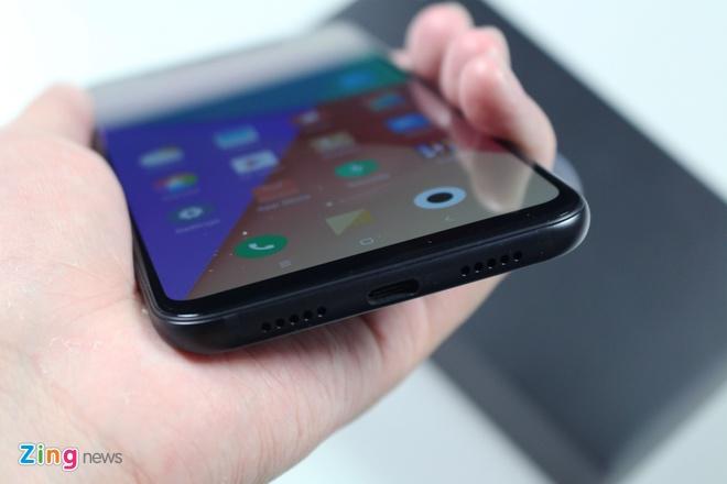 Xiaomi Mi 8 ve VN: Thiet ke giong iPhone X, gia 10 trieu hinh anh 4