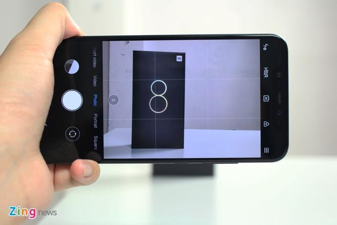 Xiaomi Mi 8 ve VN: Thiet ke giong iPhone X, gia 10 trieu hinh anh 7