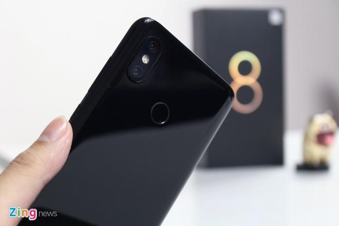 Xiaomi Mi 8 ve VN: Thiet ke giong iPhone X, gia 10 trieu hinh anh 9