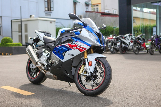 Can canh 'ca map' BMW S1000RR 2018 gia 599 trieu dong tai VN hinh anh