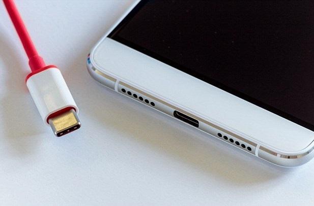 Apple muon tao nen tuong lai smartphone khong cong ket noi hinh anh